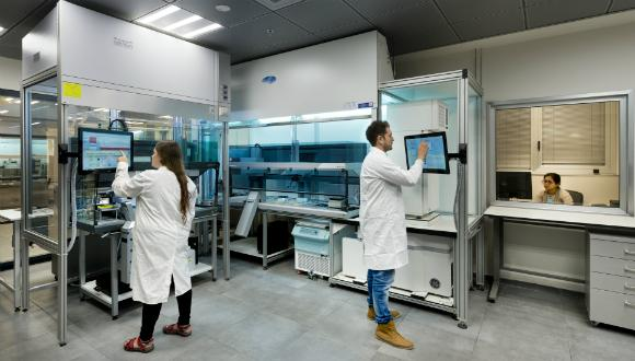 Enzymatic and cell-based assays HTS system